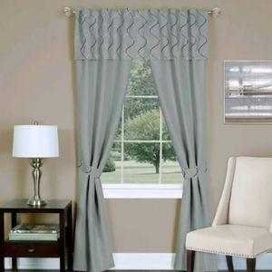 Window curtains set